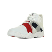 The cage 17 White / Fila Navy / Fila Red